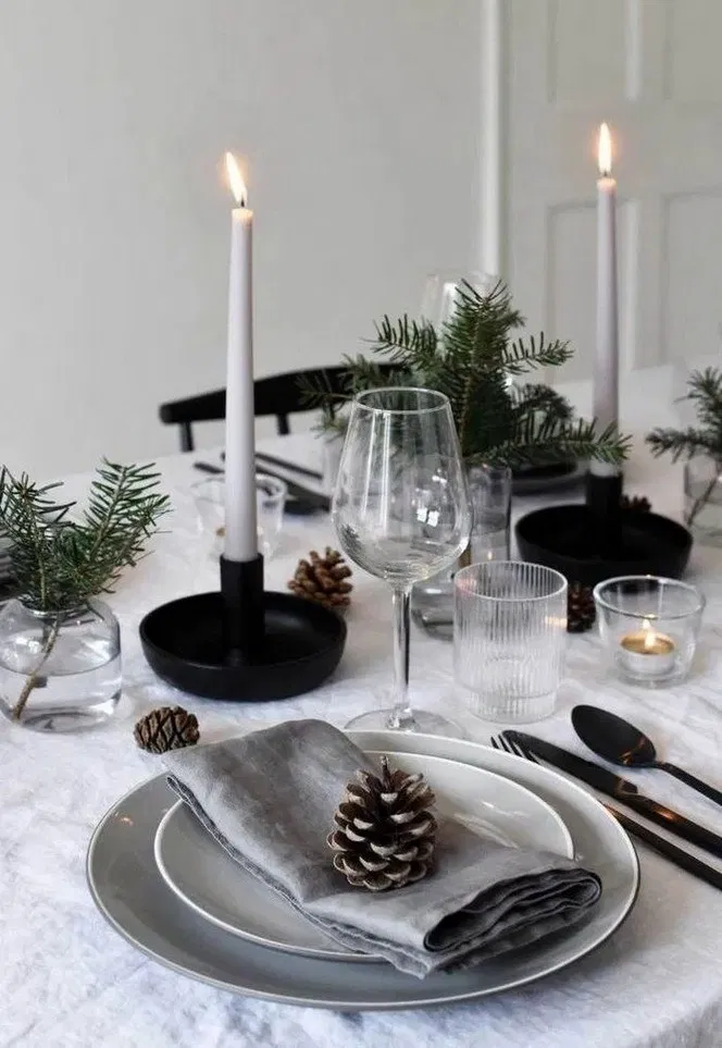 126 Simple Christmas Table Ideas Perfect For Last Minute 17 Holiday Table Decorations Christmas Table Centerpieces Minimalist Christmas Decor