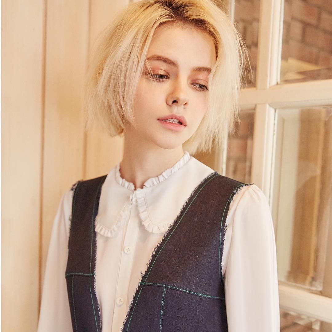 Pin by charlotte april on shoulder length hair pinterest short