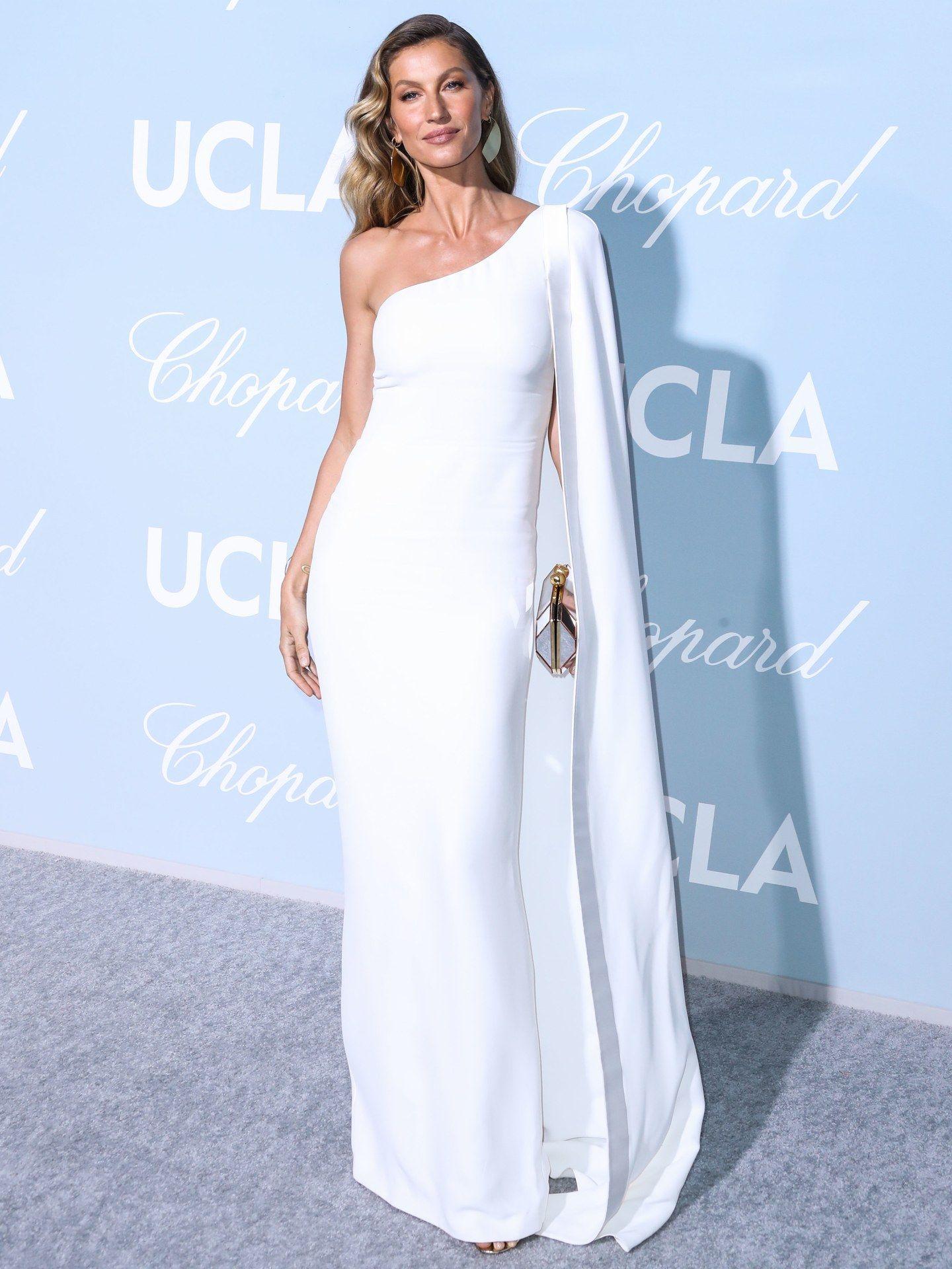 Best Dressed Star I Migliori Look Sfoggiati Dalle Celebrity A Febbraio Stella Mccartney Dresses Nice Dresses One Shoulder White Dress [ 1920 x 1440 Pixel ]