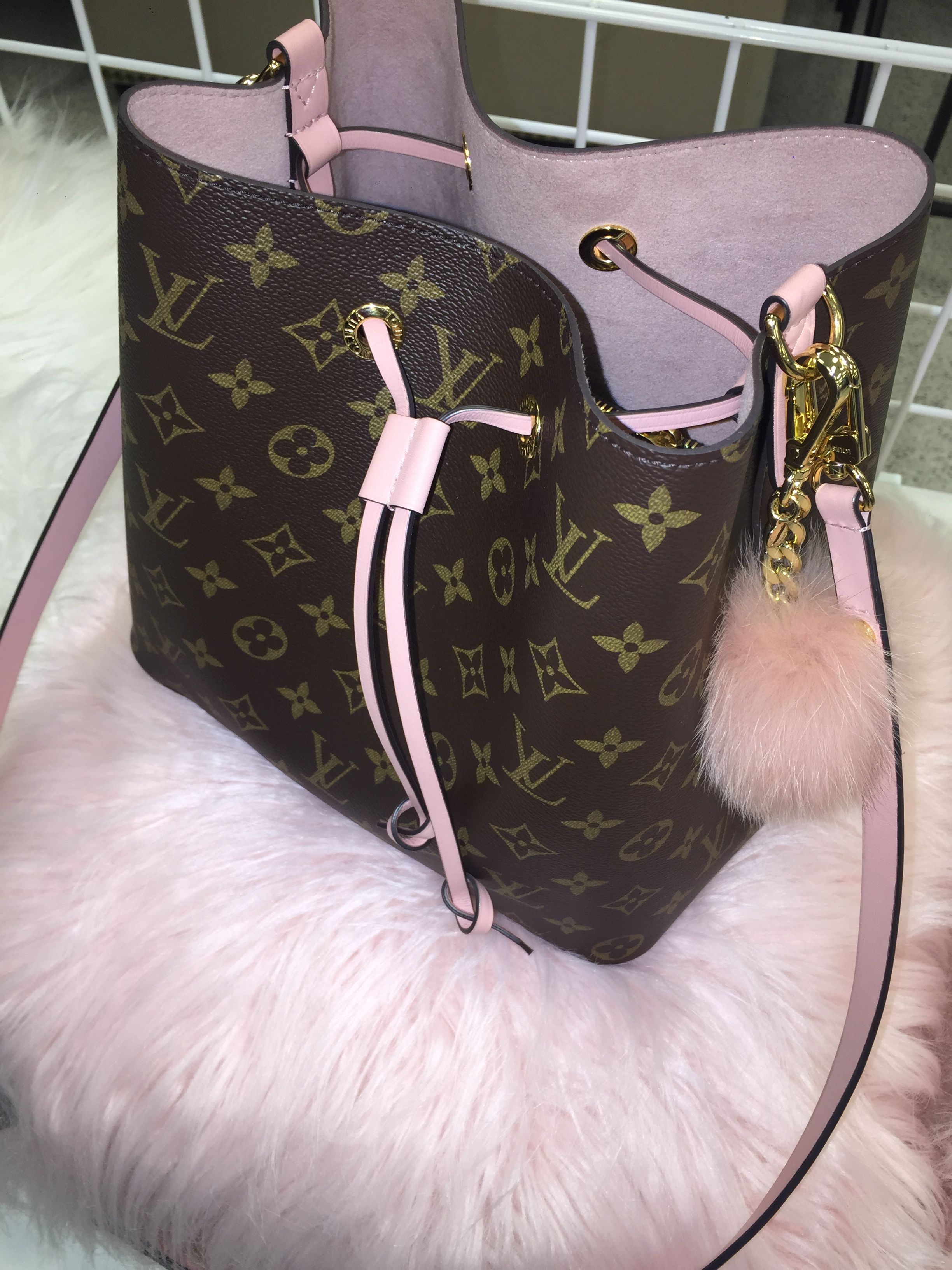 a4cec8c60f3d Louis Vuitton 💃🏽 for more ⚡ ❣ Follow my daily 📌z to stay on🔝 of the  ÊVERŸTHÎÑG ❤ Chanel Monroe 💋