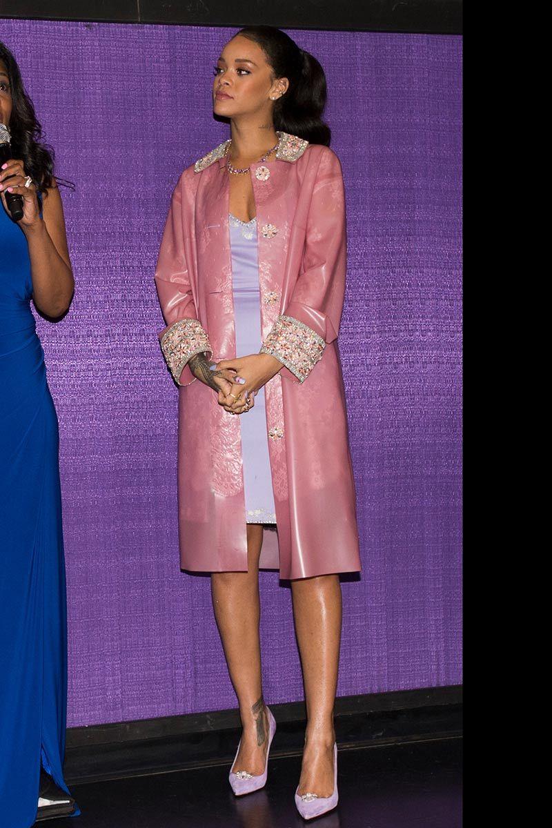 Top looks. De vaqueros, apliques florales y Rihanna   Rihanna ...