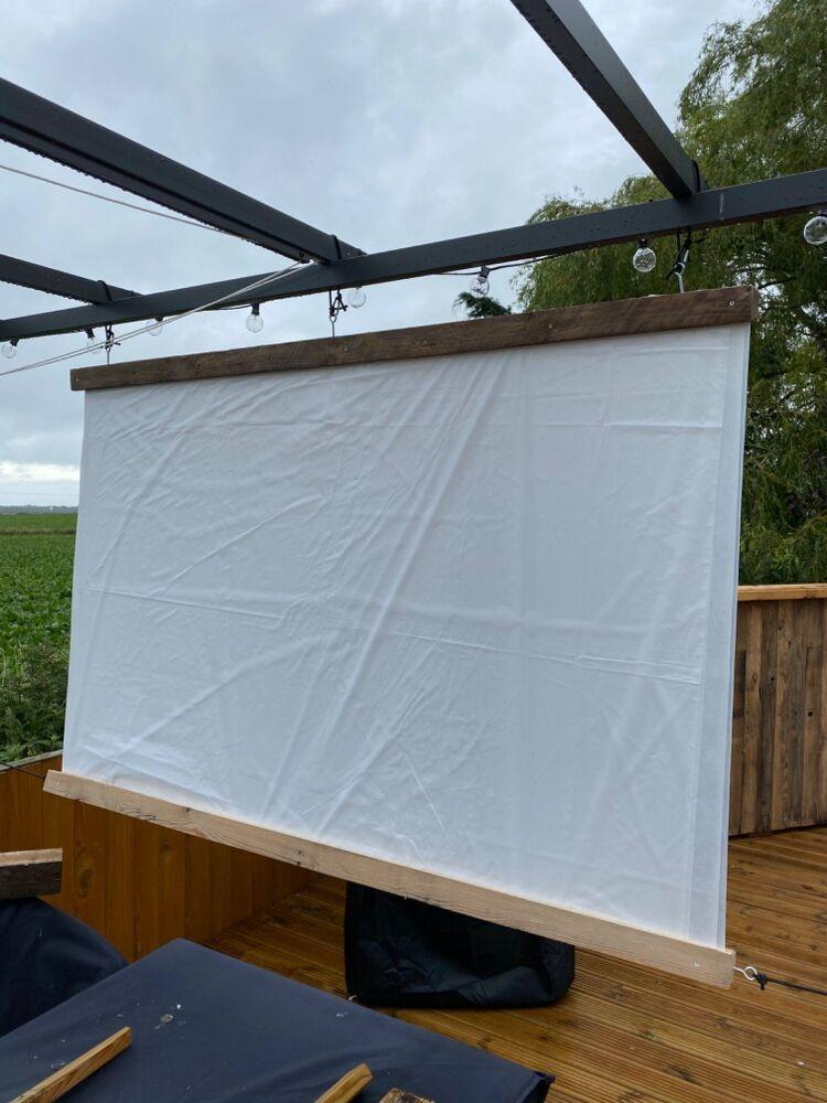 Outdoor Projector Screen in 2020   Diy backyard movie ...