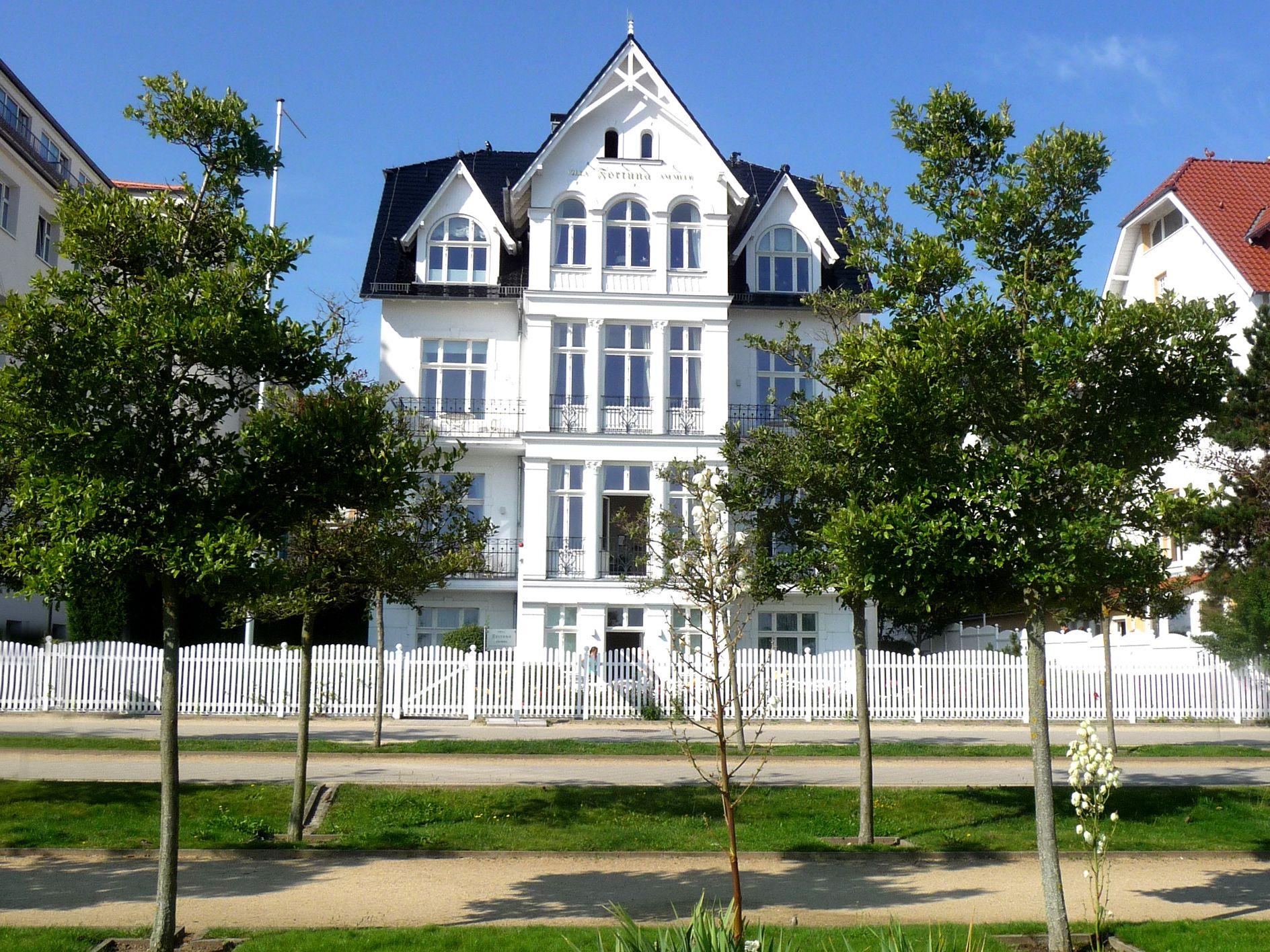Weisse Perle in der ersten Reihe... Villa, Haus umbau