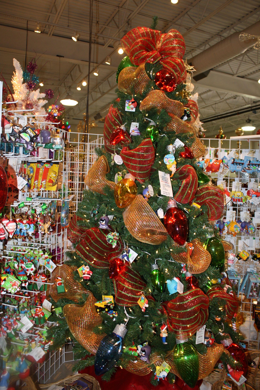 Arbolito decorado con liston de malla mallas de navidad - Arbolito de navidad ...