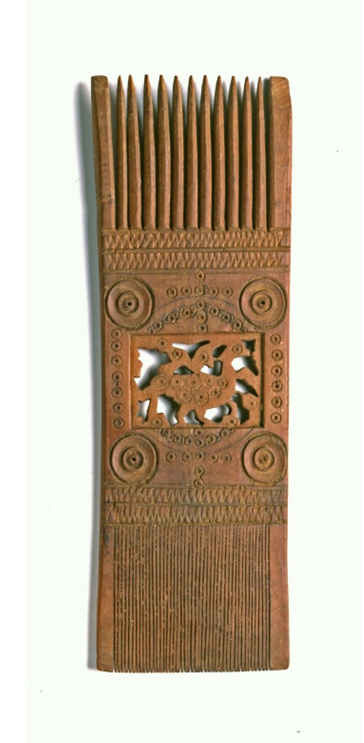 Africa | Wood comb from Egypt | ca. 6th / 7th century. H: 24 cm.