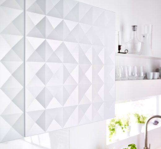 caisson mural avec face herrestad et tag res murales blanches adjacentes extension maison. Black Bedroom Furniture Sets. Home Design Ideas