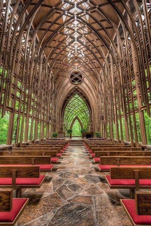 Chapel In The Woods Arkansas Called As The Glass Chapel And It S Located In Eureka Springs Ar Chapel In The Woods Glass Chapel Beautiful Places