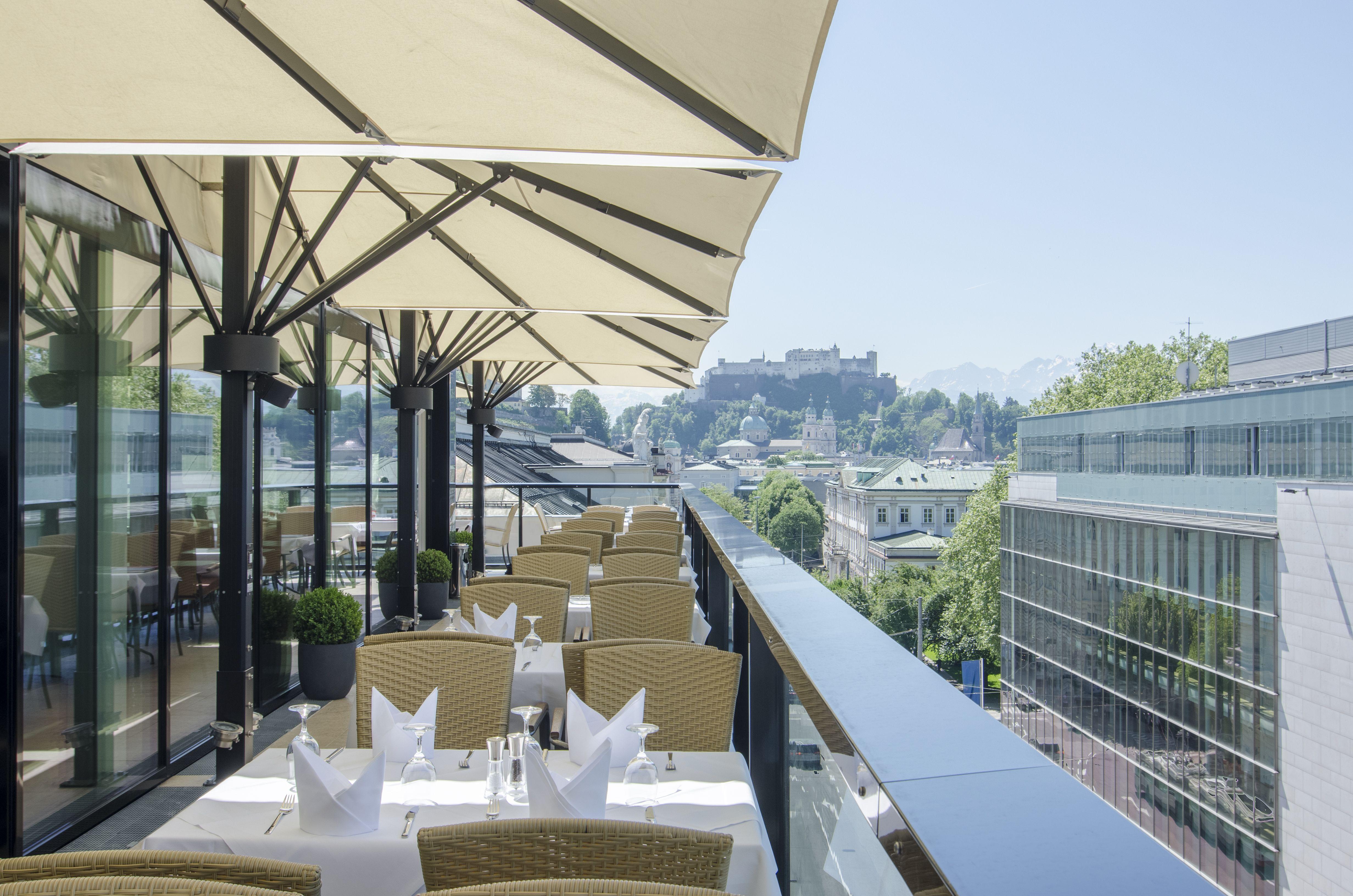 IMLAUER Sky mit brillanter Aussicht auf die Altstadt Salzburg ...