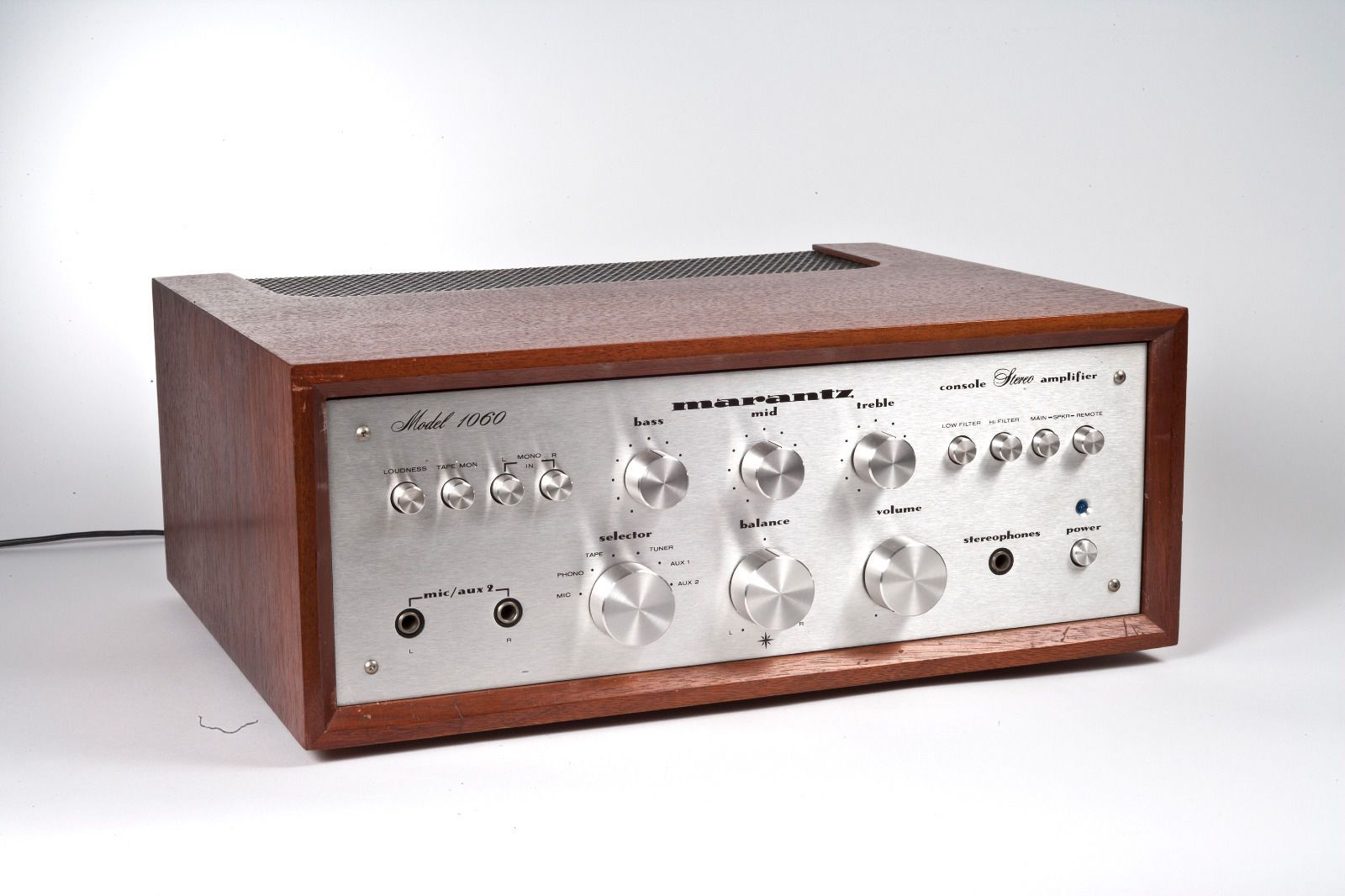 marantz 1060 integrated amp with wc 10 wooden case 30 watts per channel  [ 1600 x 1066 Pixel ]