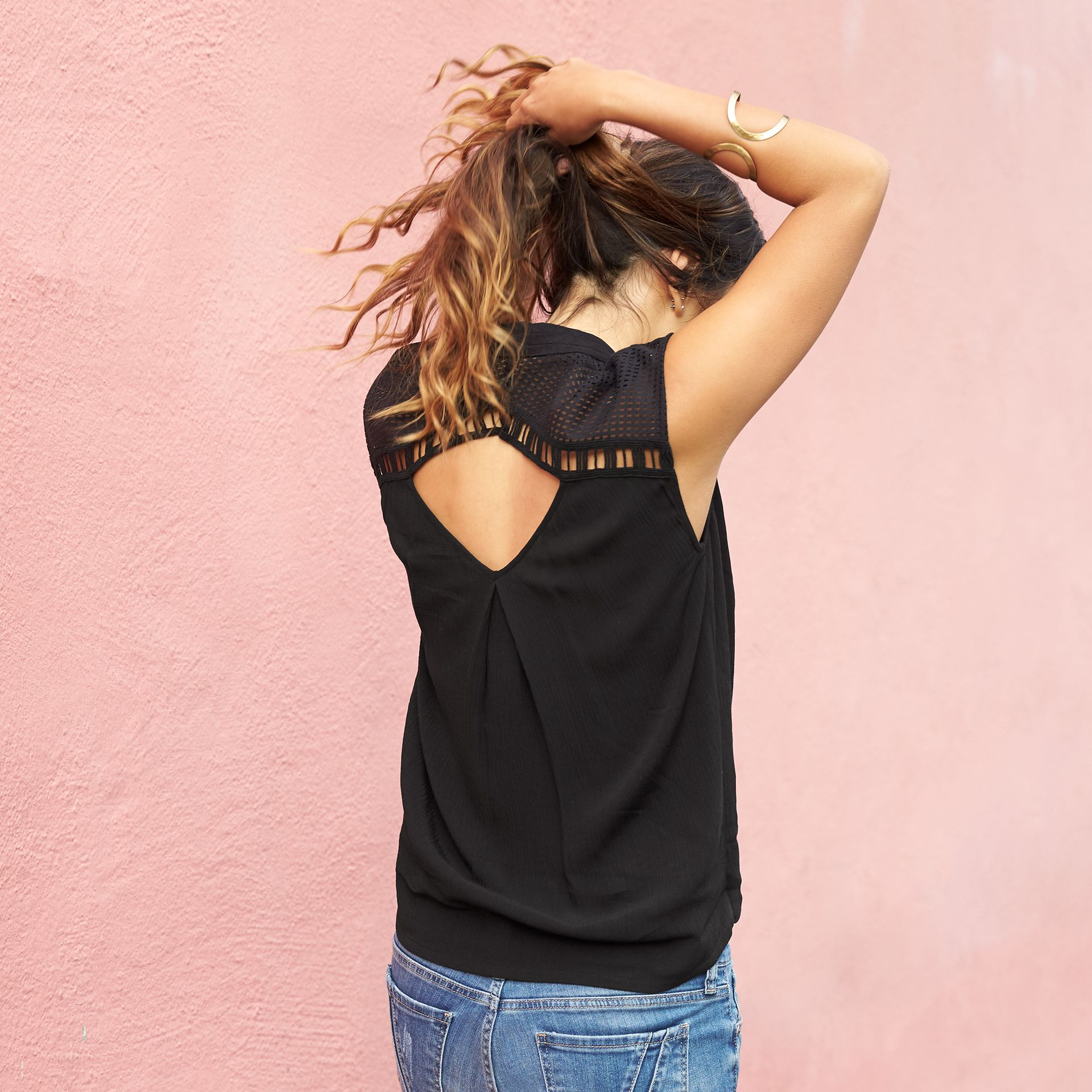 Ahhhh, sunshine. Show off your favorite features with shoulder, back ...