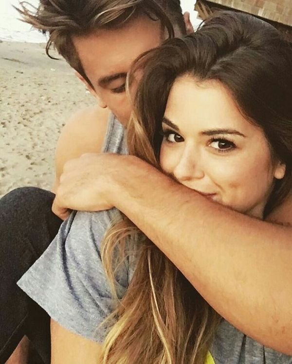 20 Best Selfie Poses To Copy Right Now Buzz 2018 Selfie Poses Cute Couple Selfies Couples