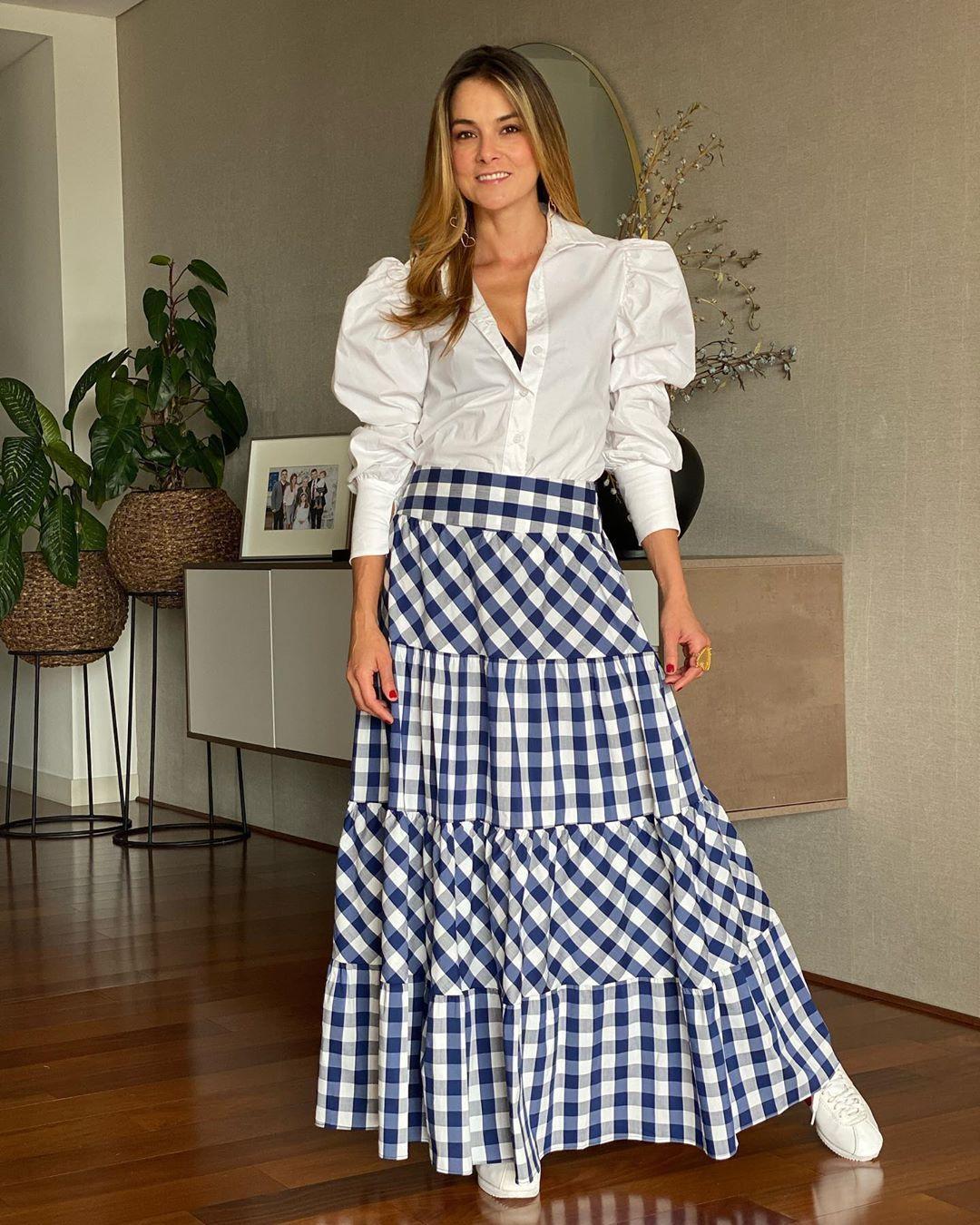 Cata Gómez S Instagram Post Nuestra Propuesta De Hoy Jeansandblousesbycatagomez Dos Colores Dos Looks Moda Faldas Faldas Largas De Vestir Faldas Modernas
