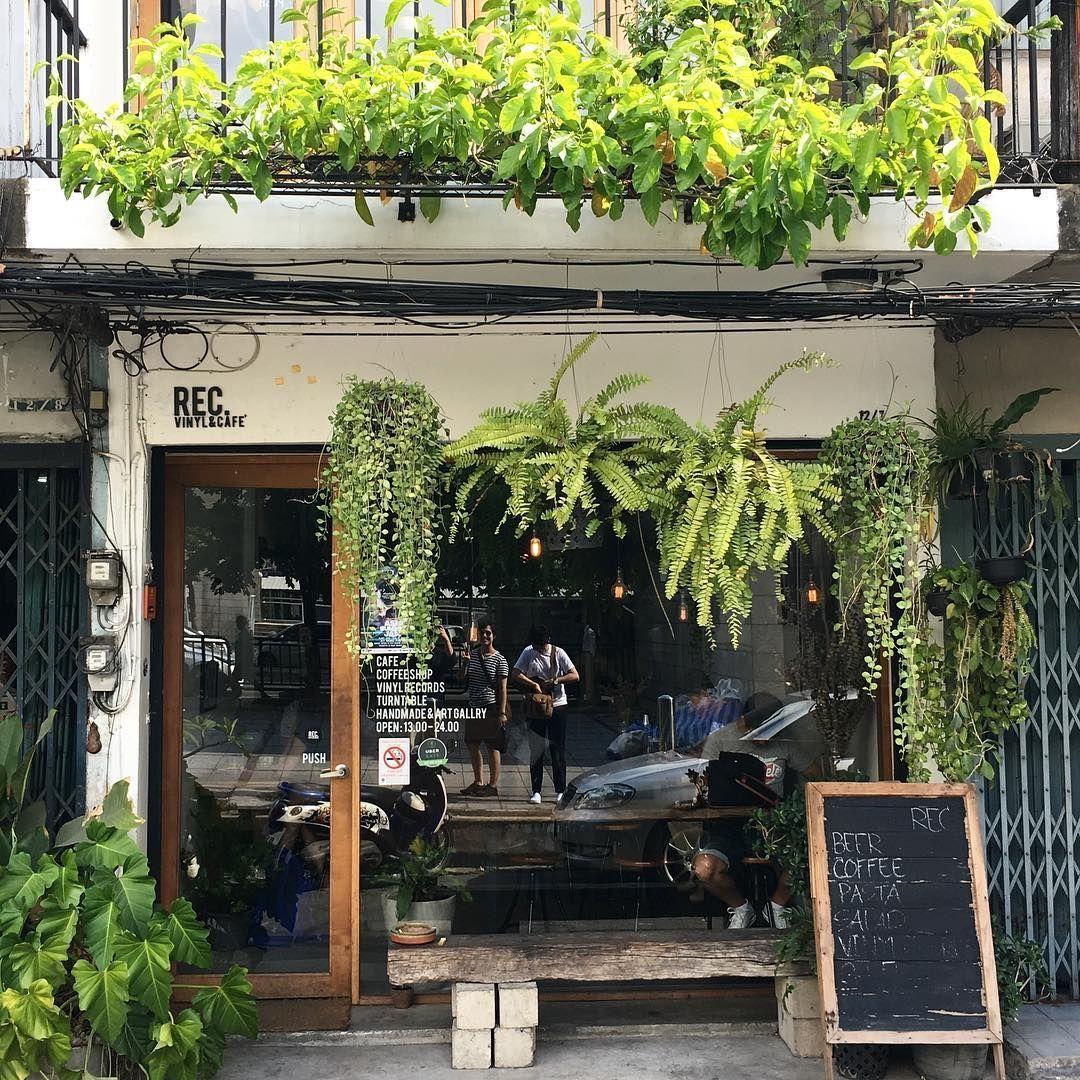 Pin By Sunhwa Choi On Coffeeshopideasdesign Dream Coffee Shop Design Coffee Shop Decor Cafe Interior Design