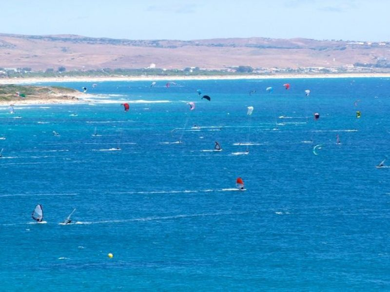 Check out all these windsurfing junkies at the camping for Jardin de las dunas