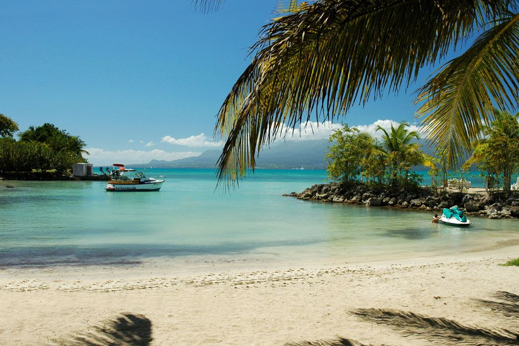 Plage du gosier en guadeloupe photos tripfiz http fr for Hotels guadeloupe