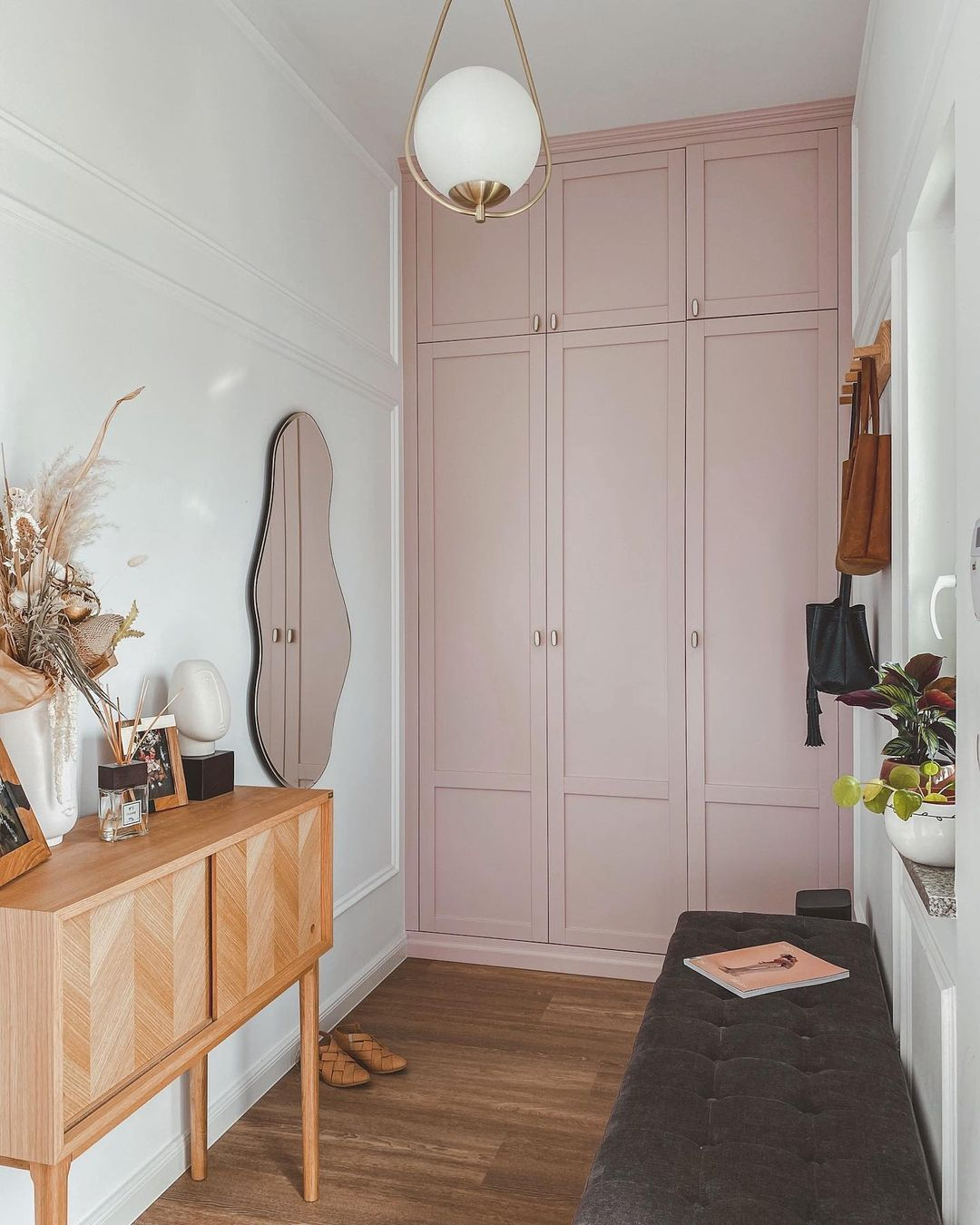 """Ania Dominik 📷 on Instagram: """"My Hall with a Pink Wardrobe 💕 . . #hall #hallway #hallwaydecor #przedpokój #wnętrza #wardrobe #whitehome #scandinavianhome…"""""""