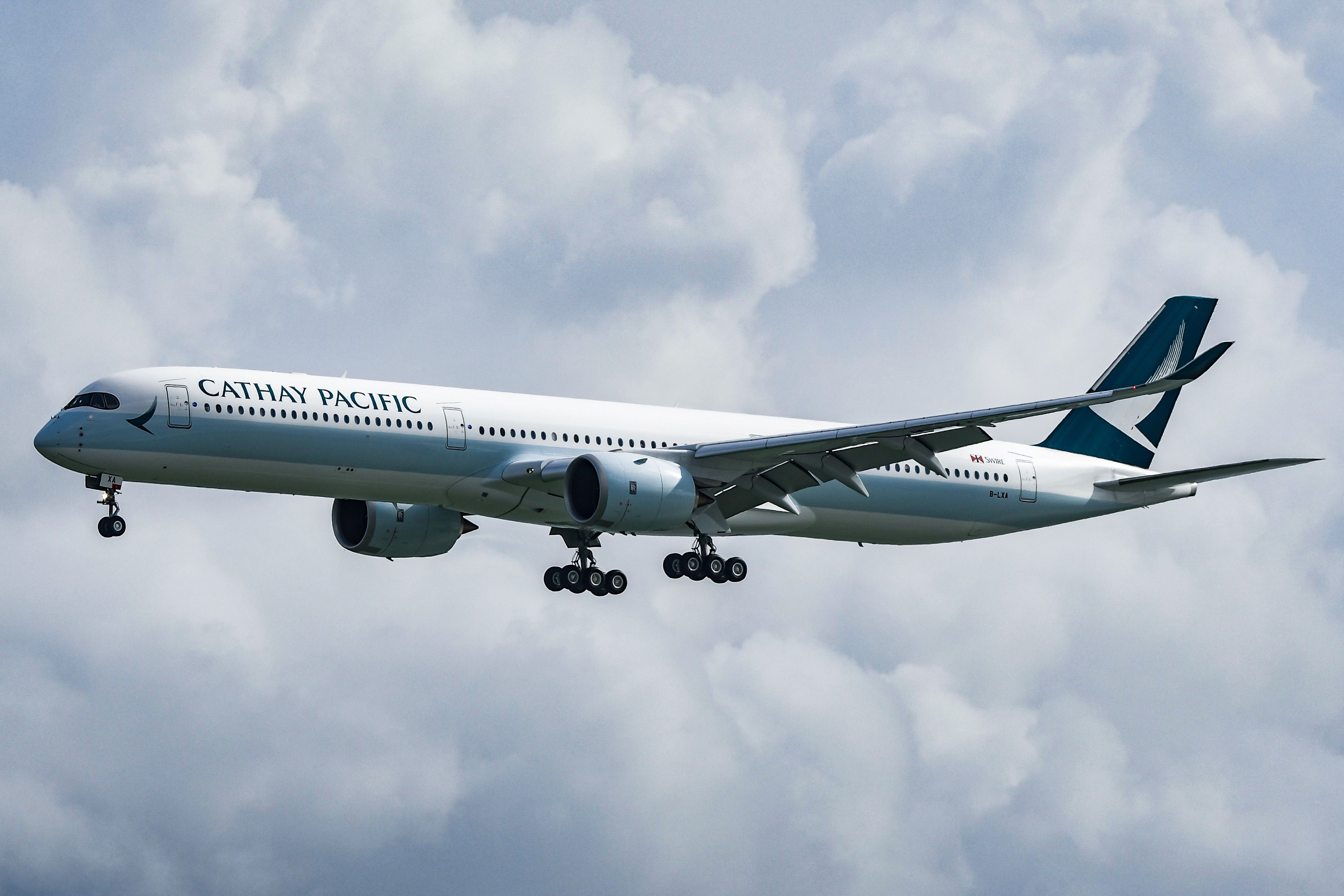 Cathay Pacific Airbus A350-1000 - B-LXA on 25R finals | Aviation. Cathay pacific. Airbus
