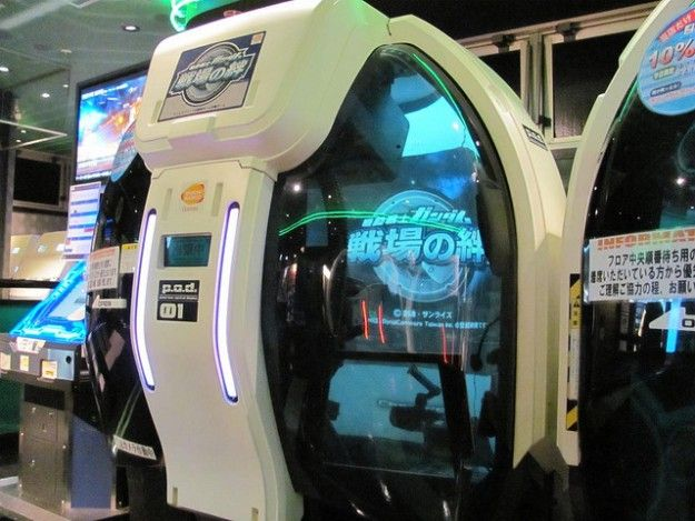 Mobile-Suit-Gundam-Bonds-of-the-Battlefield-Arcade-Machine-Weird-Japanese-Games-1-e1368387433773.jpg (625×469)