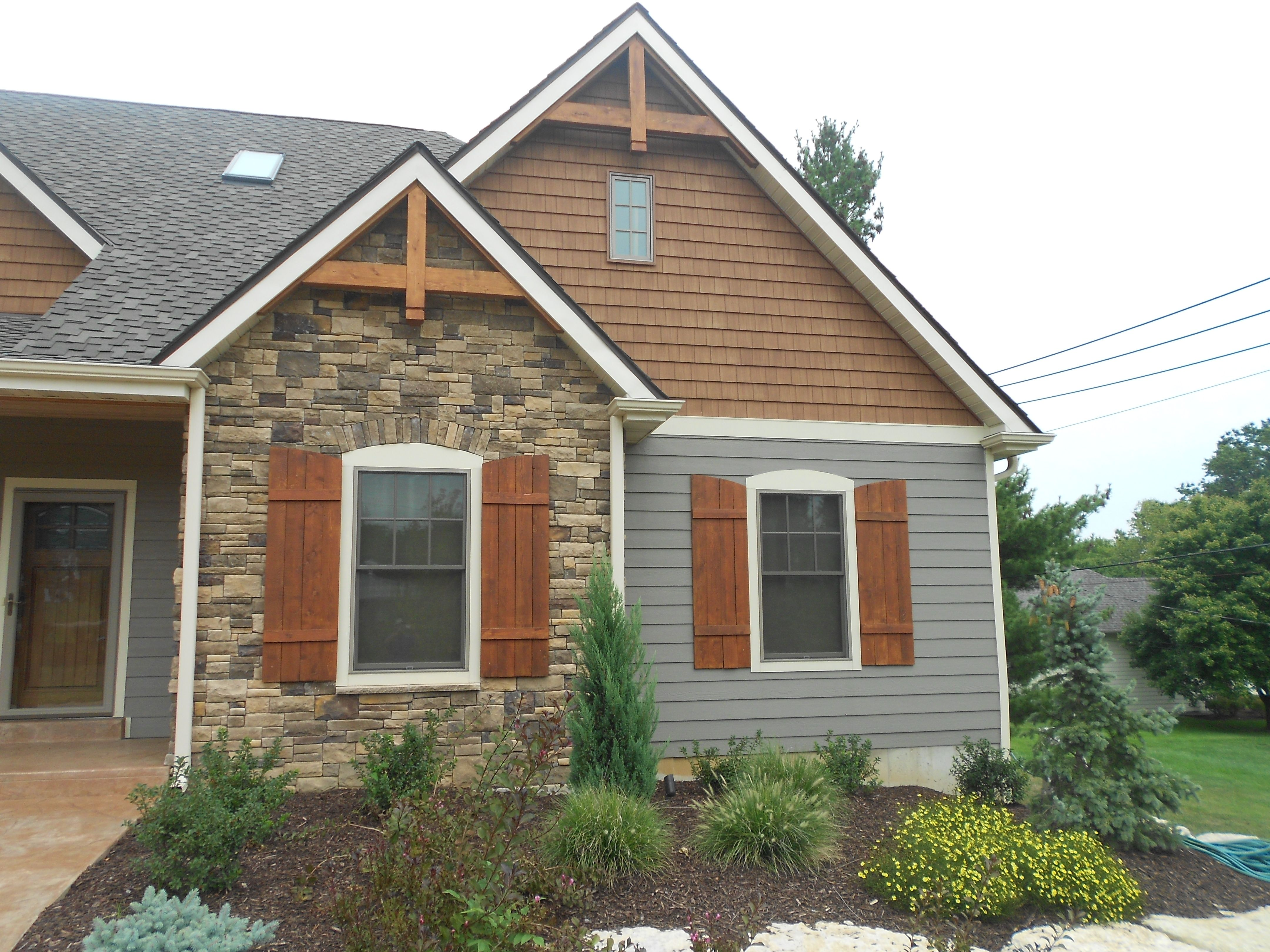 This Is A Close Up To The Cedar Impressions Siding Straight Edge As Well As Lp Smartside Siding House Paint Exterior Outdoor Siding Vinyl Cedar Shake Siding