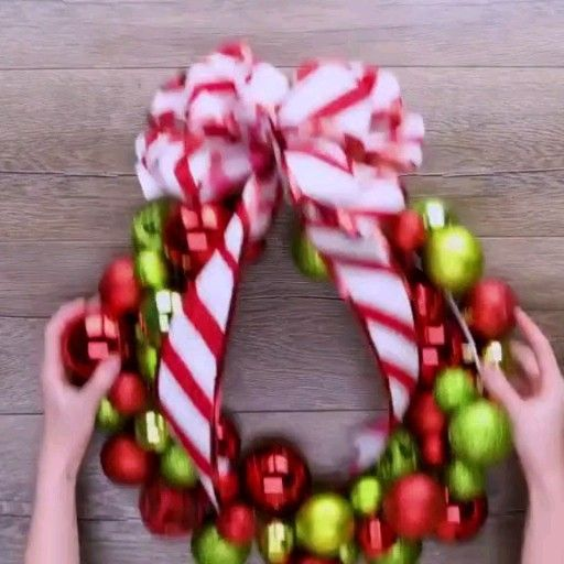 How do you decorate a Christmas wreath?  Artificial fir tree as Christmas decoration? A synthetic Christmas Tree or perhaps a real