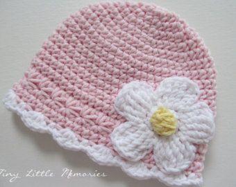 Photo of Ähnliche Artikel wie Babymütze häkeln mit austauschbaren Blumen, 5 enthalten, Farbe Ihrer Wahl, Baby/Kleinkind Mädchen – Neugeborene bis zu 12 Monaten auf Etsy