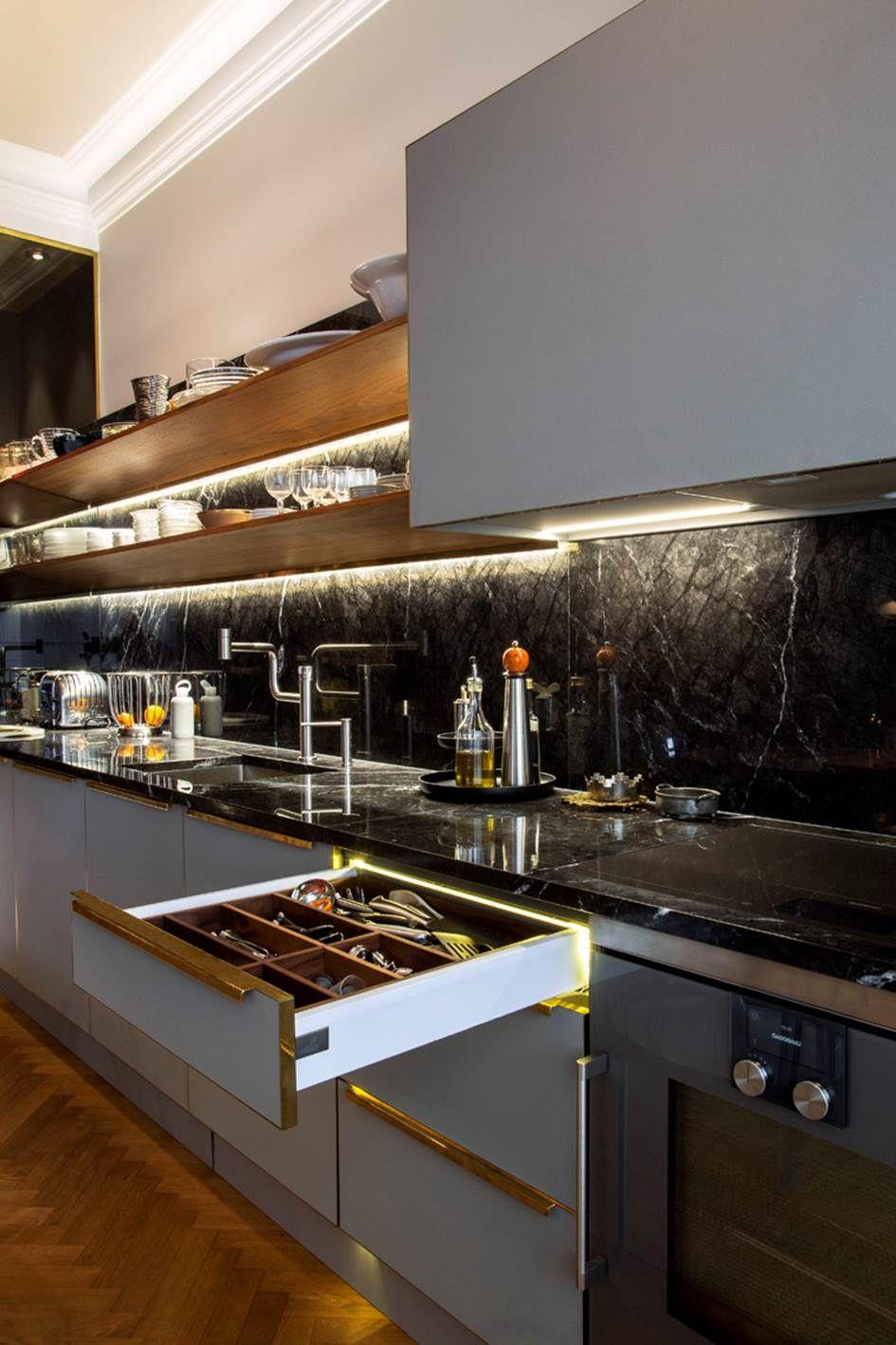Inredning måttbeställd bänkskiva : Bänkskiva och stänkskydd i svart marmor Nero Marquina www ...