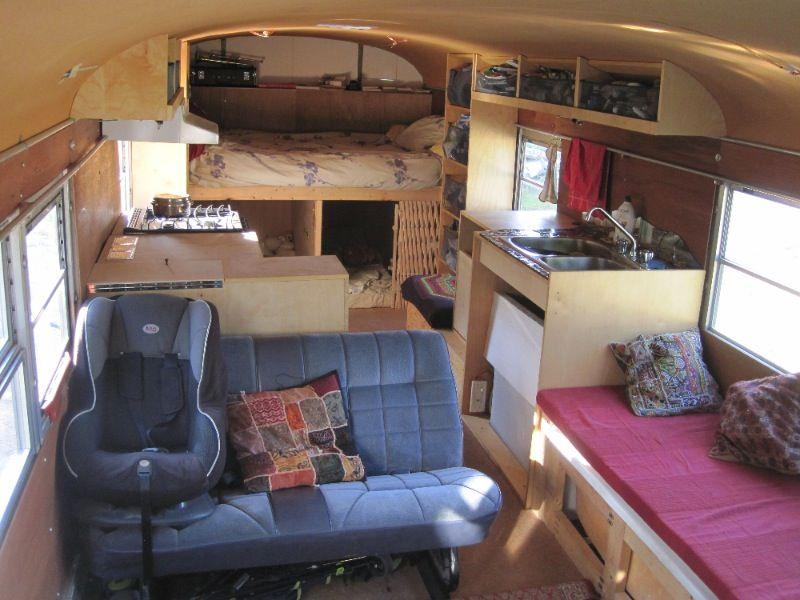 l 39 int rieur de la maison camping car am nagement bus. Black Bedroom Furniture Sets. Home Design Ideas