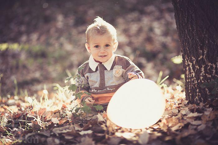 sesión de fotos niños en el bosque otoño,sesión de fotos infantil, Fotógrafo de niños en Barcelona, photography, 274km, Gala Martinez, Hospitalet , exterior, bosque, bosc, forest, tardor, autumm, nens, kids, children,