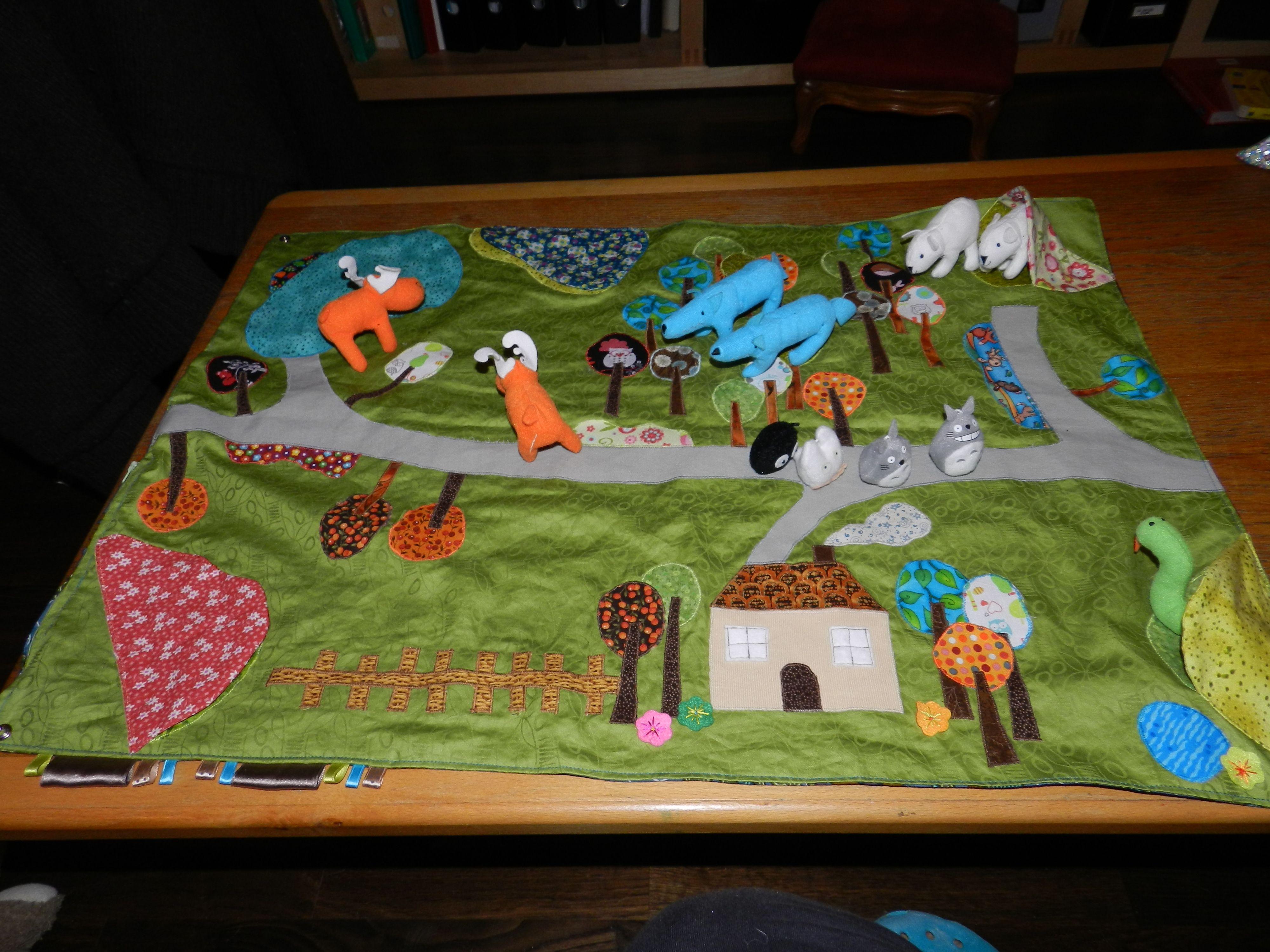 tapis jeu nomade pour grumeau cr as persos en 2018 pinterest tapis tapis de jeu enfant et jeu. Black Bedroom Furniture Sets. Home Design Ideas