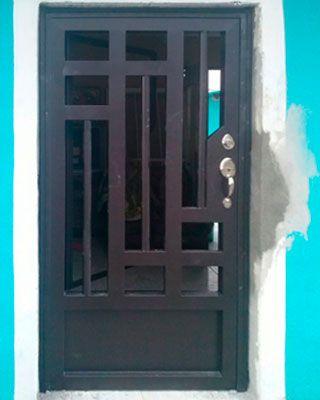 Herrer a pinteres for Puertas de metal para interiores