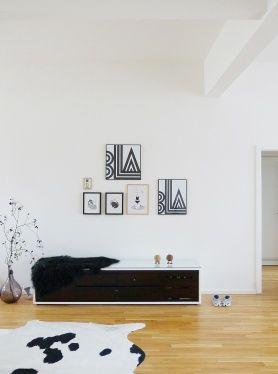 #Bilderwand: Schöne Idee Für Das #wohnzimmer #interior #bilderwand  #bilderrahmen #. SchmidtLiveIdeas