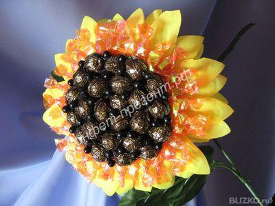 Цветы подсолнухи из конфет