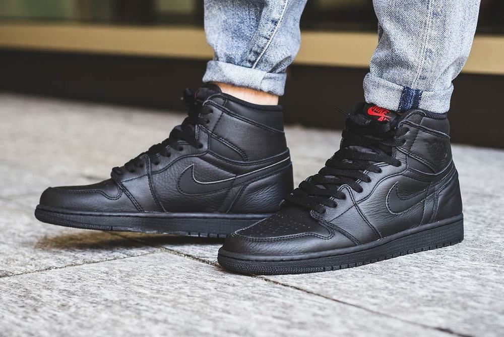 huge discount 714ab 39765 Nike Air Jordan 1 Retro HI OG  LE Triple Black  Mens Trainers