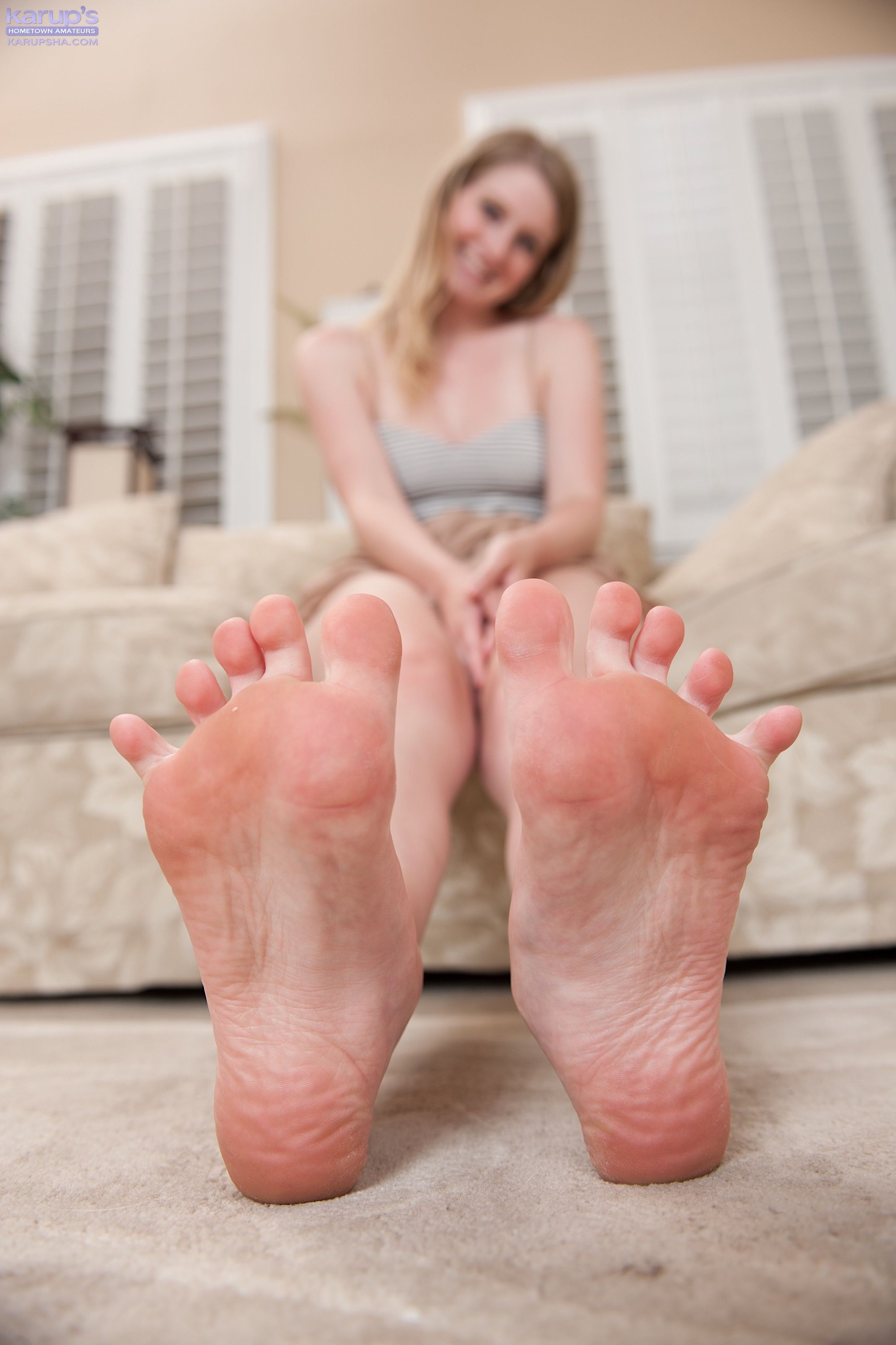 Summer Carter Shows Off Her Soles And Toes