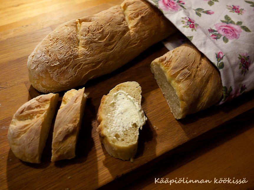 Kääpiölinnan köökissä: Bread on the menu - perinteinen, rapeakuorinen pat...