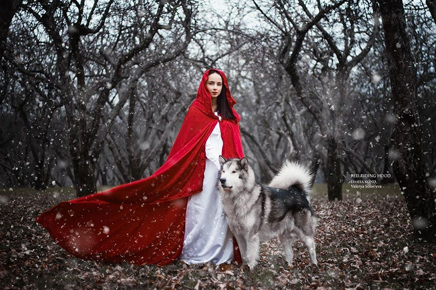This Photographer Takes Pictures Of Model In Fairytale Costumes - Russian photographer takes enchanting fairytale photos featuring wild animals