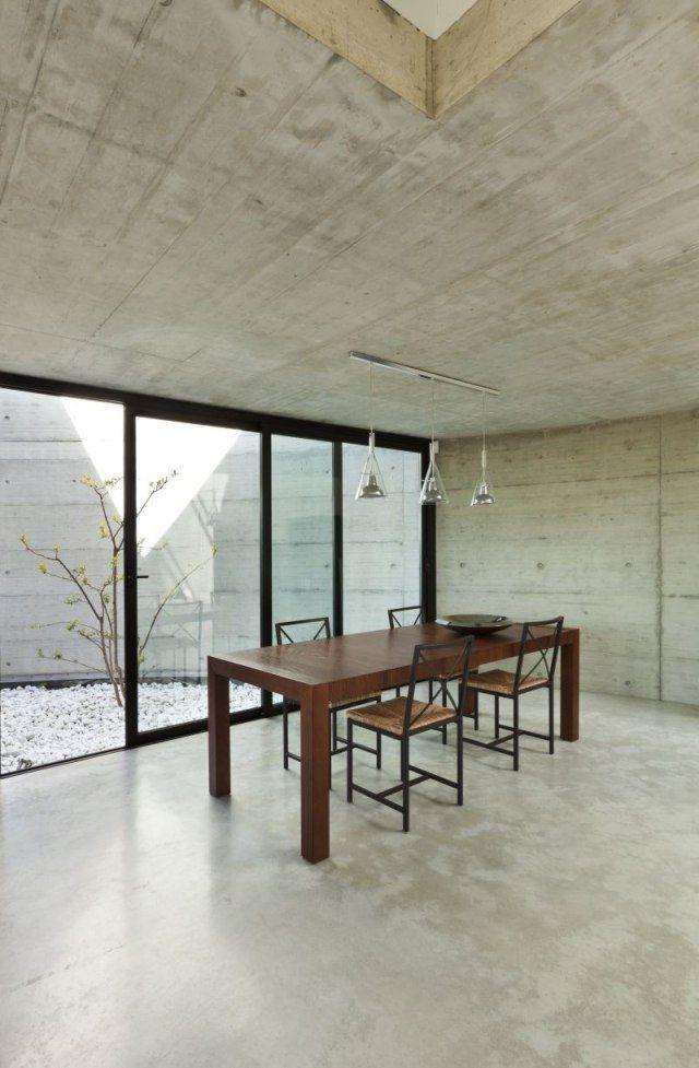 revtement sol en beige clair en rsine dans la salle manger avec mobilier en bois - Salle A Manger Beige Clair