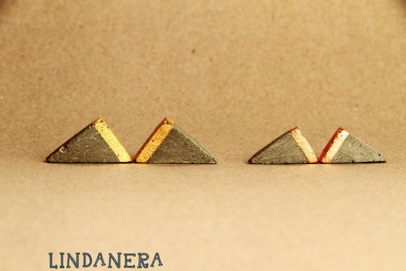 TRIANGLE geometric EARRINGS in CONCRETE. LINDANERA, a contemporary italian brand, realizes concrete jewelry made entirely by hand in an industrial and architectural style. See my online shop: https://www.etsy.com/it/listing/294044219/orecchini-triangolari-in-cemento-con-oro?ref=shop_home_active_24