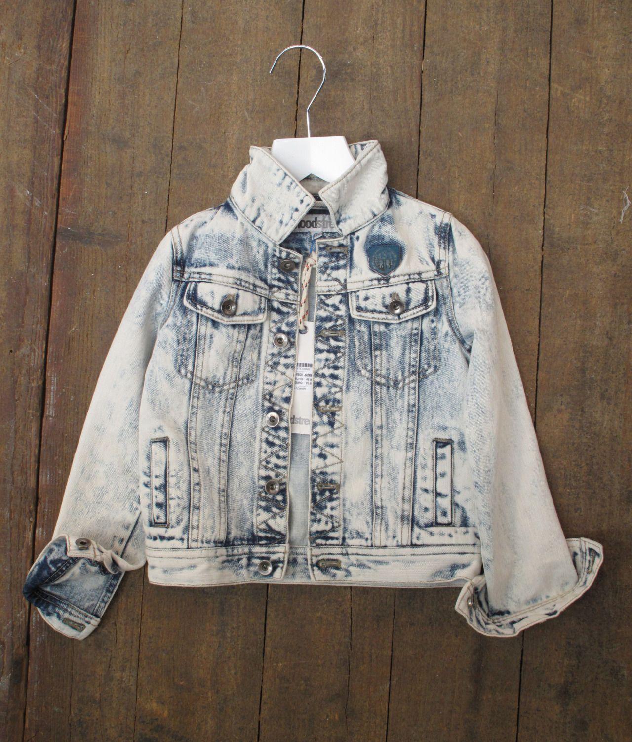 A abundância de mármore e branqueamento efeitos sobre jeans e suores aqui no Kleine Fabriek, ilustrados belamente aqui por Moodstreet;  vá para a recém-publicado relatório Surf Cowboy para mais inspiração