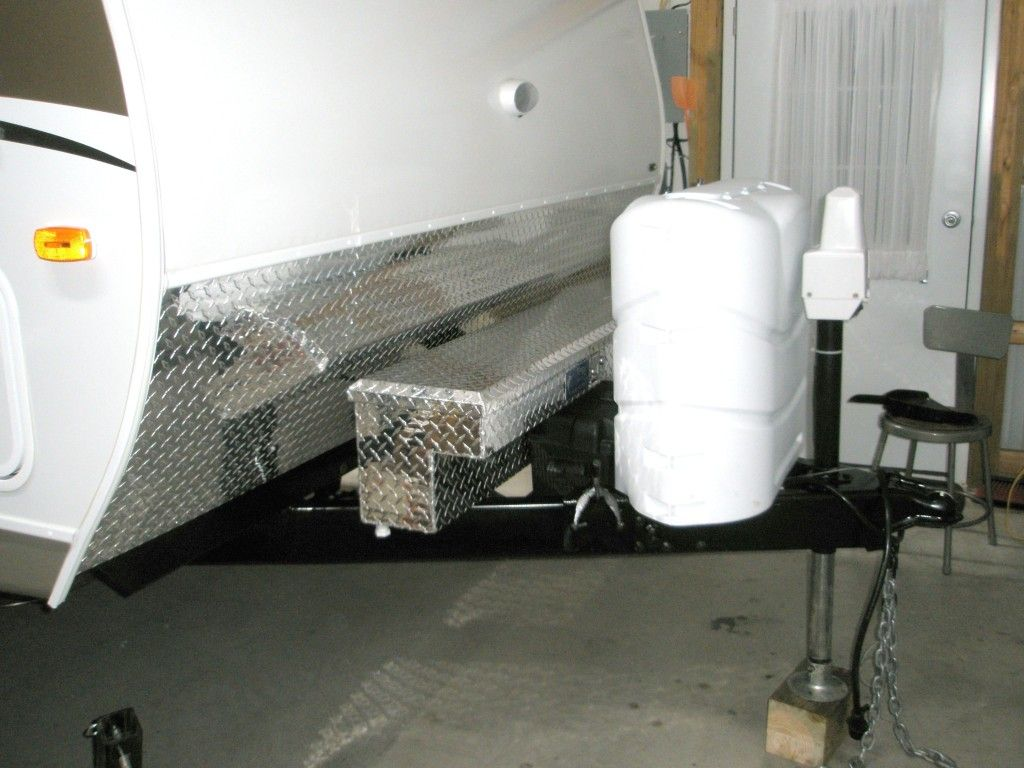 I like this truck bed side mount diamond plate box that
