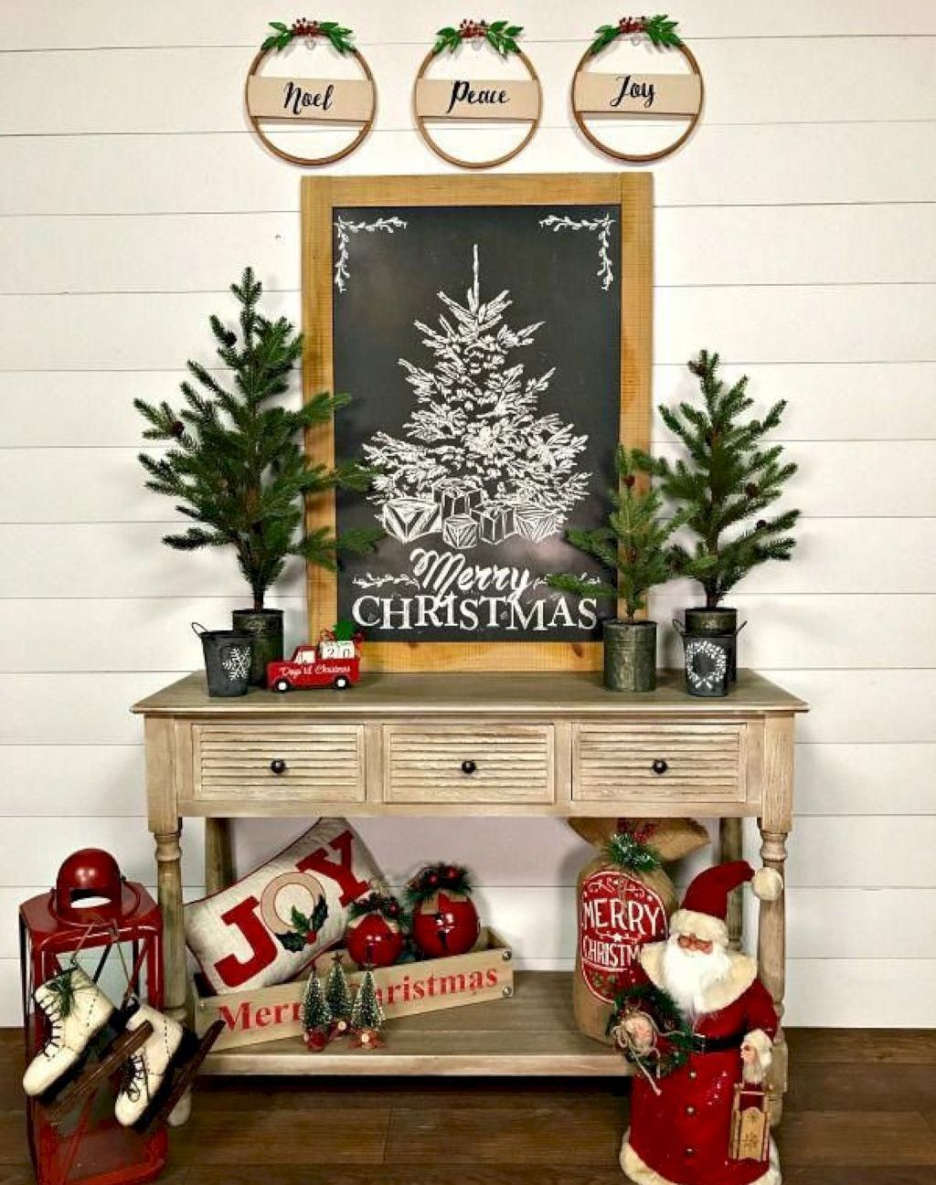 35 Stunning Farmhouse Christmas Decorating Ideas Hobby
