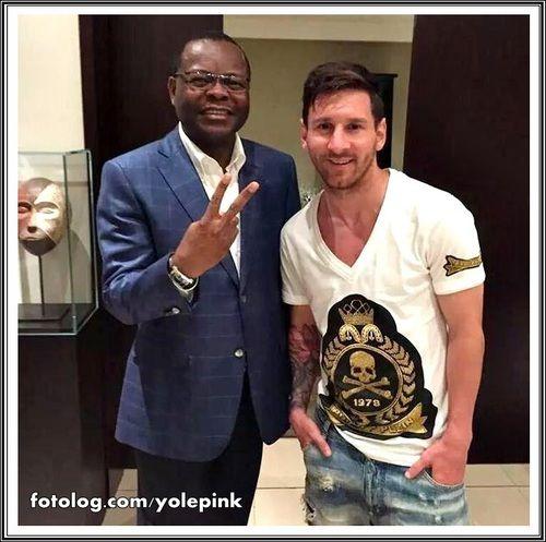 Messi em Gabão na África : Olá,  Leo interrompeu as suas férias e foi ao Gabão na África convidado por autoridades locais, para a inauguração de um estádio, está previsto que ele retorne ainda hoje, não se sabe ainda se irá direto para Barcelona, ou se retornará para Argentina.  Sds | yolepink