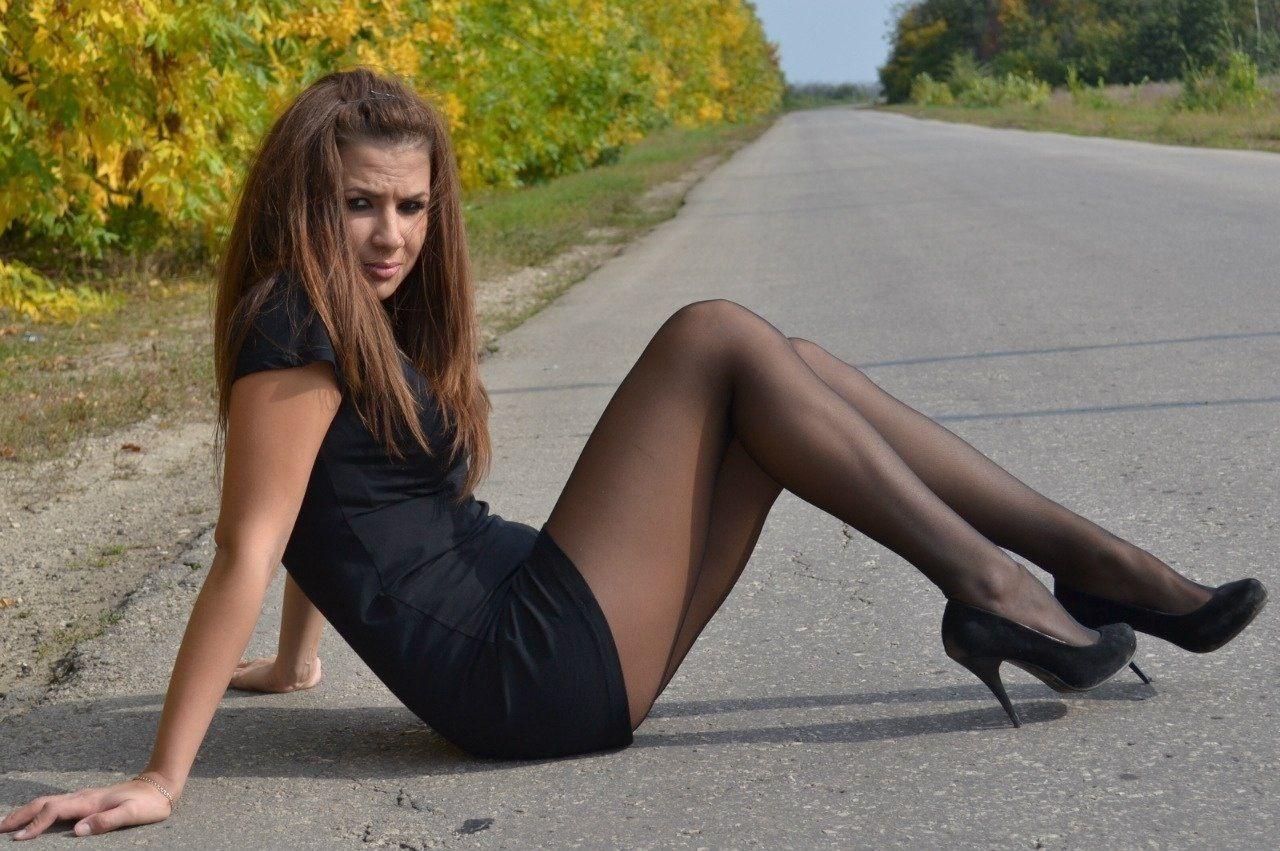 devushki-v-seksualnih-korotkih-yubkah