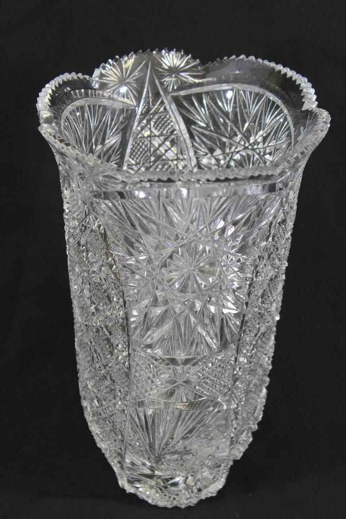 Cut Crystal Glass Swirling Star Pattern 12 Quot Tall Round European Vase Sawtooth Edge Glassware