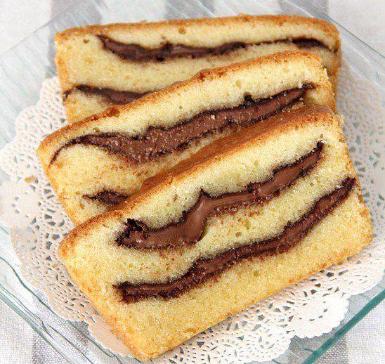 Goûtez à ce savoureux quatre-quarts fourré au Nutella : simple à faire et vraiment trop bon #quatrequart