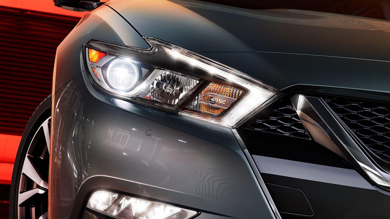 2017 Nissan Maxima Signature Lighting