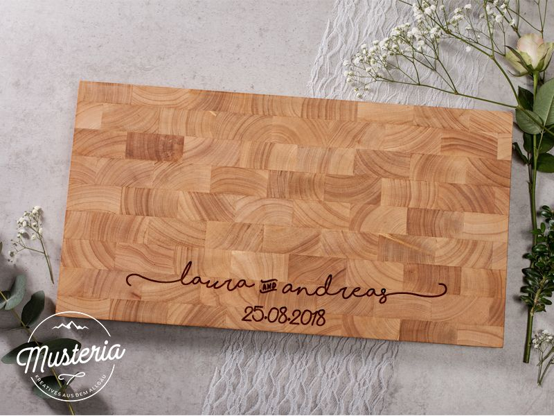 Hochzeitsgeschenk Holzbrett Stirnholz Mit Individueller Etsy In 2020 Gifts Wedding Gifts Wooden Board