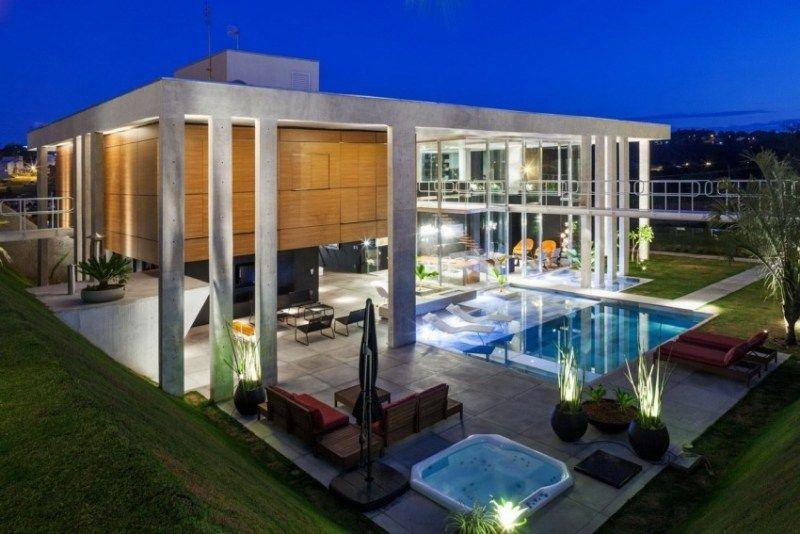 Maison avec piscine extérieure de design unique au brésil