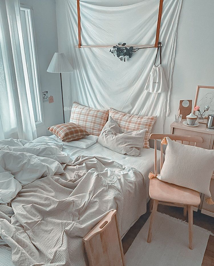 Pin By 𝔪𝔢𝔩𝔯𝔬𝔰𝔢. ☆ On INSPO ☆ Where To Sleep In 2020