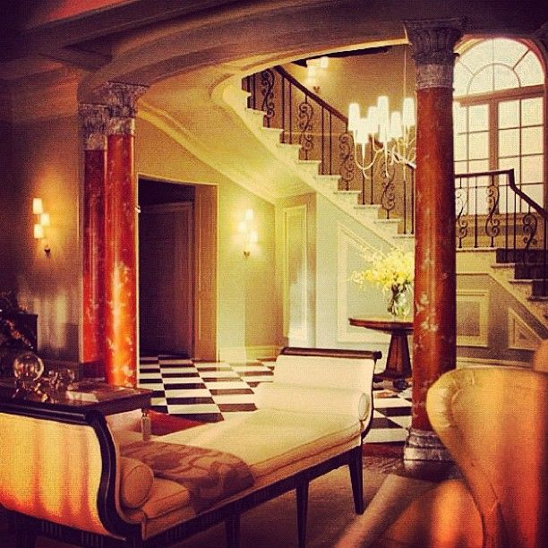 The waldorf house so many memories have happened in this for Blair waldorf bedroom ideas